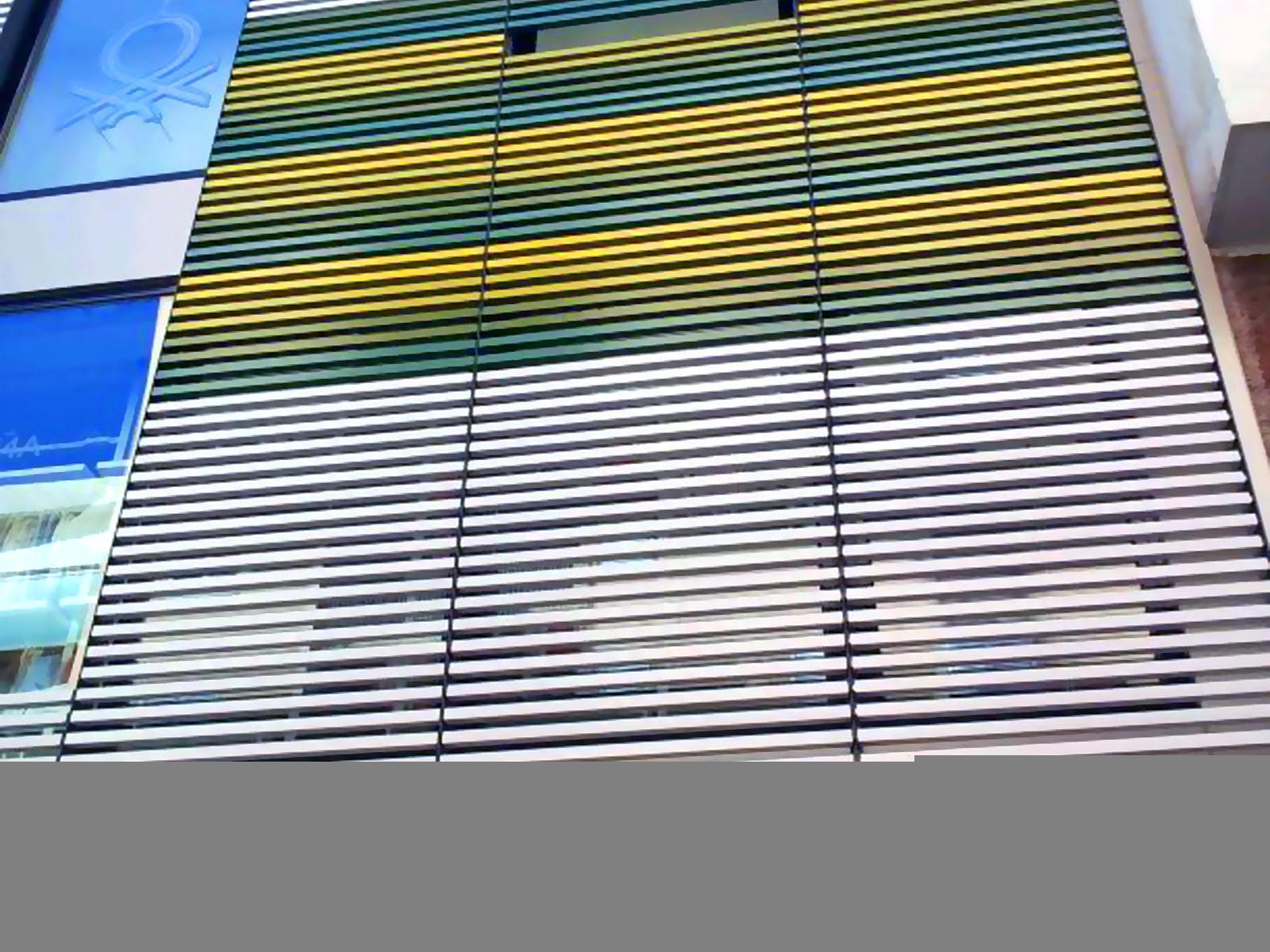 fachada benetton ibiza detalle